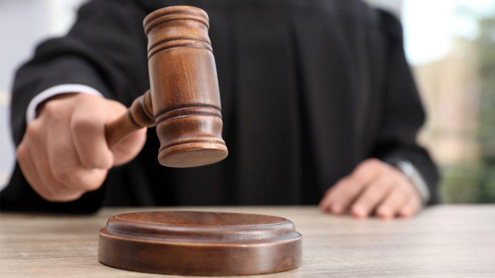 Vinculan a proceso a exjuez por ejercicio indebido de funciones públicas