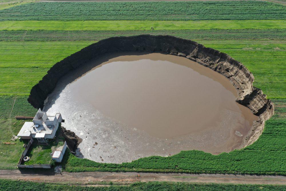 Socavón revela crisis sobre desabasto de agua