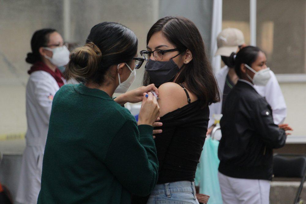 En 100 municipios de Puebla habrá vacunación universal para mayores de 18 años