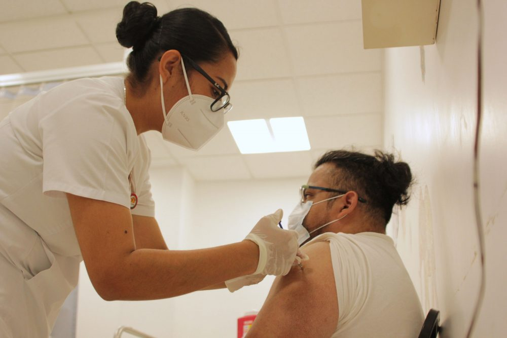 Casi 200 mil poblanos de 30-40 años tienen esquema completo de vacunación anti-Covid