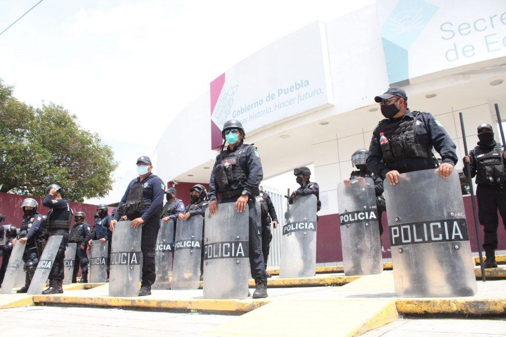 Desaloja SSP a maestros de la SEP en Puebla