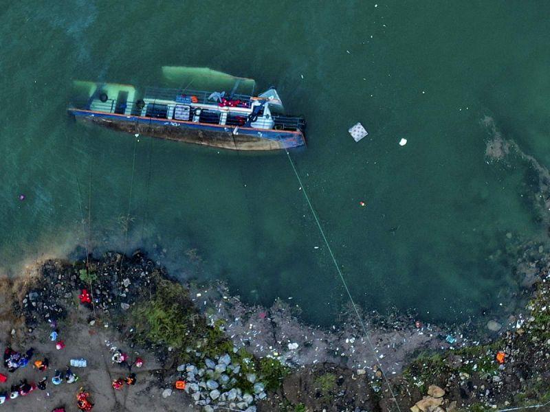 Se hunde barco en China; hay al menos 10 muertos