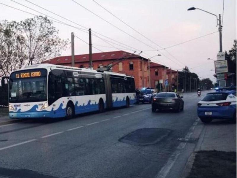 Ataque con cuchillo en Italia deja 5 heridos; arrestan a sospechoso