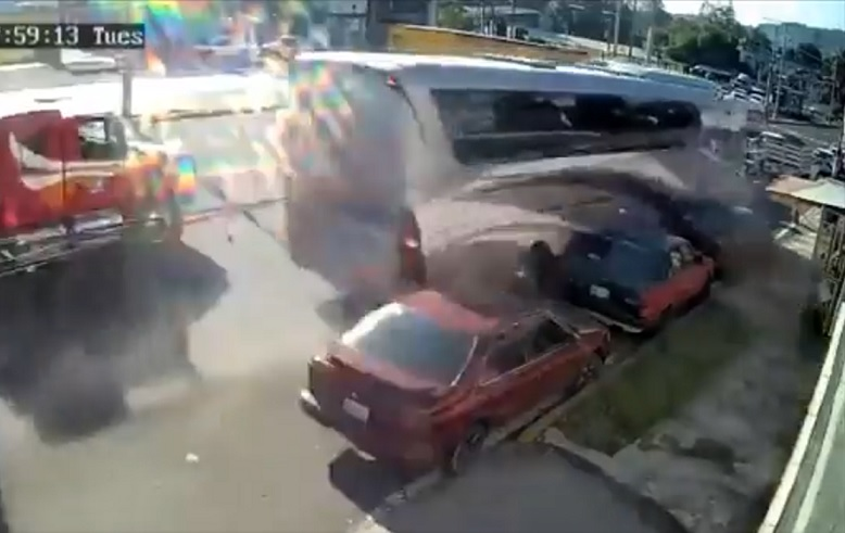 VIDEO : Chocan en Xalapa comerciantes de Texmelucan; hay dos muertos