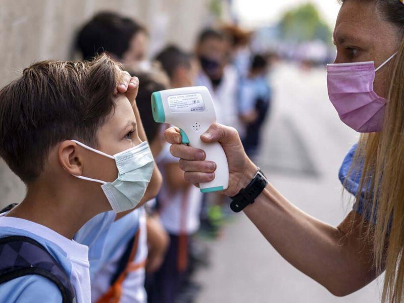 Los Ángeles ordena vacunación covid obligatoria de estudiantes de 12 años o más