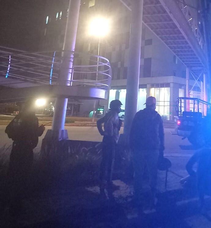 Menor se avienta de puente frente a hotel La Quinta