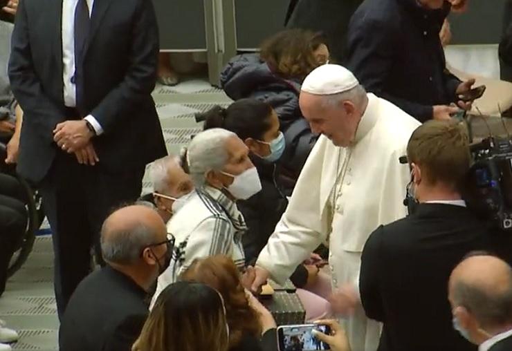 Esposos poblanos ganan viaje al Vaticano y conocen al papa Francisco